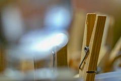 Drewniana osuszki klamerka przez kryształowej kuli zdjęcia stock
