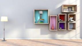 Drewniana półka z wazami, książkami i lampą, Zdjęcie Royalty Free