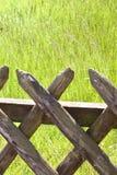 drewniana płotowa trawa Zdjęcia Royalty Free