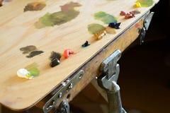 Drewniana paleta Z opierać się farbami Obrazy Stock