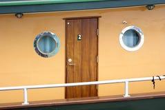 Drewniana pasażerska kabina z round portholes na Historycznej kontrparze Obraz Stock