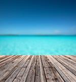 Drewniana podłoga i błękitny morze Obraz Royalty Free