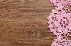 Drewniana powierzchnia z koronką Obrazy Stock
