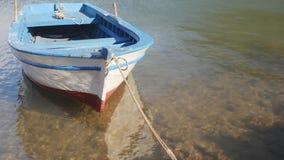 Drewniana rząd łódź wiązał do mola zbiory wideo