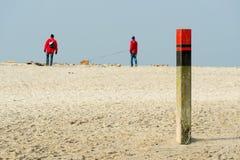 Drewniana słup plaża Texel fotografia stock