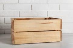 Drewniana skrzynka na stole zdjęcia royalty free
