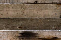 Drewniana tekstura Deski sproszkowany śnieg tło wsiada horyzontalną węźlastej sosny teksturę obraz royalty free