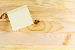 Drewniana tekstura z notatką Fotografia Stock