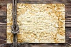 Drewniana tekstura z papierem i morską kępką Zdjęcia Royalty Free