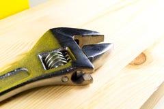 Drewniana tekstura z spanner Zdjęcia Stock