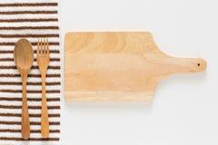 Drewniana tnąca deska i rozwidlenie Zdjęcia Stock