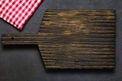 Drewniana tnącej deski i klasyka tkanina Obraz Royalty Free