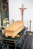 Drewniana trumna zdjęcie royalty free