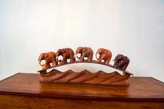 Drewniana wewnętrzna dekoracja słonie obrazy stock