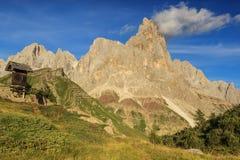Drewniana znak deska w górach, Cimon Della Pala, Dolomiti, Ita Zdjęcie Royalty Free