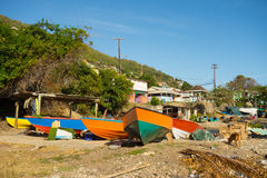 Drewniane łodzie ciągnęli na ląd w dowietrznych wyspach Zdjęcie Stock