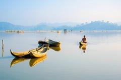 Drewniane łodzie na jeziorze obraz royalty free