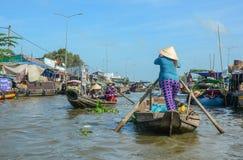 Drewniane łodzie na Mekong rzece fotografia stock