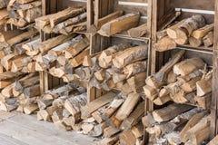 Drewniane bele przechują w drewnianych pudełkach na ścianie suszyć zdjęcia royalty free