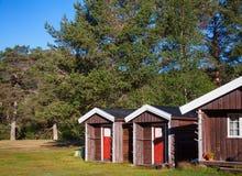Drewniane campingowe kabiny przy campsite w Norwegia Scandinavia obrazy royalty free