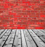 Drewniane deski i czerwony ściana z cegieł Fotografia Stock