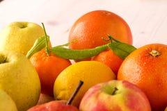 drewniane deskowe świeże owoc Obrazy Royalty Free