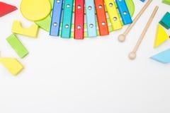 Drewniane dziecka ` s edukacyjne zabawki na białym tle Mockup Fotografia Stock