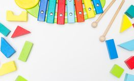 Drewniane edukacyjne zabawki na białym tle Mockup Zdjęcie Royalty Free