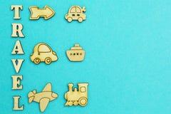Drewniane figurki różni typy transport, podróż zdjęcie stock
