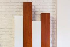 Drewniane garderoby na ścianie Fotografia Royalty Free
