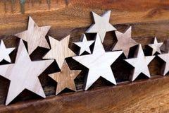 Drewniane gwiazdy na stole fotografia stock