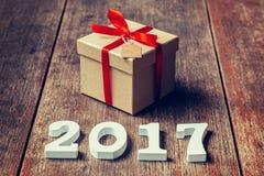 Drewniane liczby tworzy numerowy 2017, Dla nowego roku 2017 dalej Obraz Royalty Free
