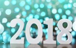 Drewniane liczby tworzy numerowy 2018, Dla nowego roku 2018 na błyskotliwości tle Obraz Stock