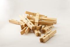 Drewniane odzieżowe szpilki w lightbox zdjęcia stock