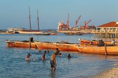 Drewniane łodzie w schronieniu - Zanzibar Fotografia Stock