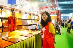 Drewniane podłogowe sprzedaże obrazy stock