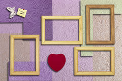 Drewniane ramy, serce i inskrypcja z motylem na, Obrazy Royalty Free
