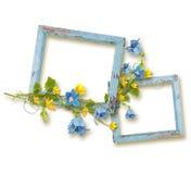 Drewniane ramy z liśćmi i kwiatami błękita i koloru żółtego Obraz Royalty Free