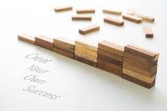 Drewnianego bloku sztaplowanie jako kroka schodek z teksta qoute Zdjęcia Stock
