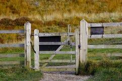 Drewnianego brama szczytu Dovestone rezerwuaru Gromadzki Greenfield, Englan fotografia stock