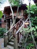 Drewnianego domu dżungli styl w Tajlandia Zdjęcia Stock