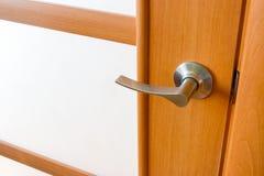 Drewnianego drzwi i drzwiowej rękojeści bckground zdjęcie royalty free