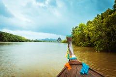 Drewnianego longtail Pak Nam Krabi łódkowata rzeka Tajlandia Zdjęcia Stock