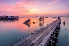 Drewnianego mosta wschód słońca w Dębnym Jetty, Penang Obrazy Royalty Free