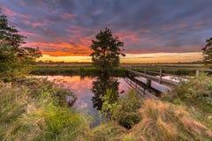 Drewnianego mosta zmierzchu krajobraz Fotografia Stock
