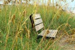 Drewnianej ławki piaska diun morza owsy Obraz Royalty Free