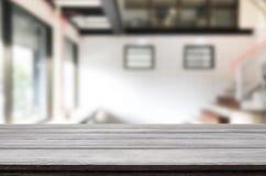 Drewnianej deski pusty Stołowy wierzchołek I plamy wnętrze nad plamą w coff zdjęcie stock