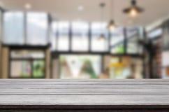 Drewnianej deski pusty Stołowy wierzchołek I plamy wnętrze nad plamą w coff zdjęcie royalty free