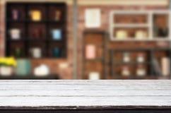 Drewnianej deski pusty Stołowy wierzchołek I plamy wnętrze nad plamą w coff fotografia royalty free