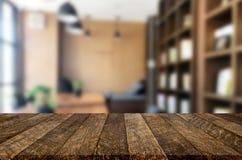 Drewnianej deski pusty Stołowy wierzchołek I plamy wnętrze nad plamą w coff obrazy royalty free